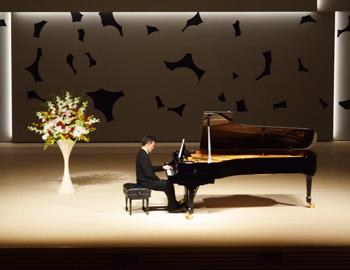 箕面市立文化芸能劇場がオープン!箕面左手のピアニスト大使・智内威雄さんのリサイタルが開催
