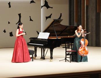 「箕面が生んだ姉妹音楽家」林はるかさん、林そよかさんが、文化芸能劇場で演奏